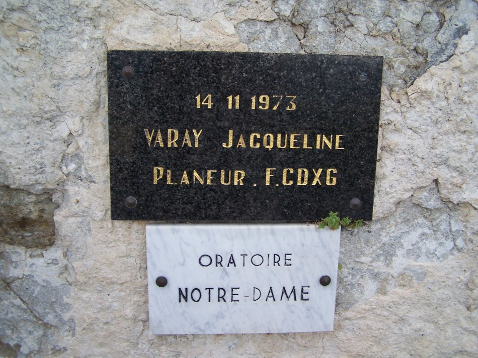 Plaque Jacqueline Varay (lieu de l'accident) Montfort Alpes-de-Haute-Provence (04)