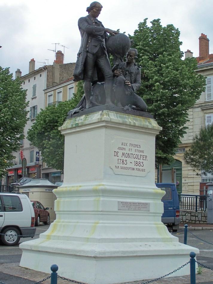 Monument Aux frères Joseph et Etienne de Montgolfier (statue)