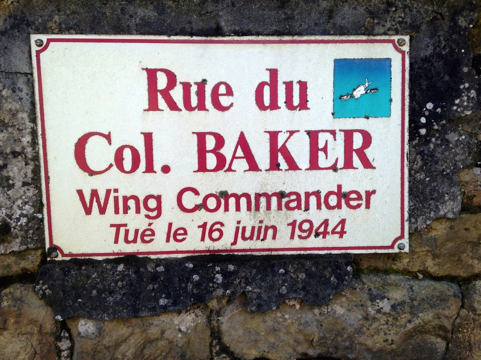 Memorial Wing Commander Reginald BAKER Thue et Mue Calvados (14)