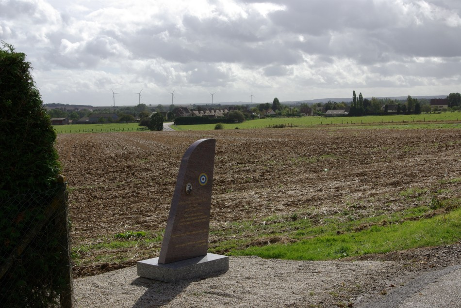 Memorial Flying Officer John Alexander Inglis (site du crash) Potigny Calvados (14)