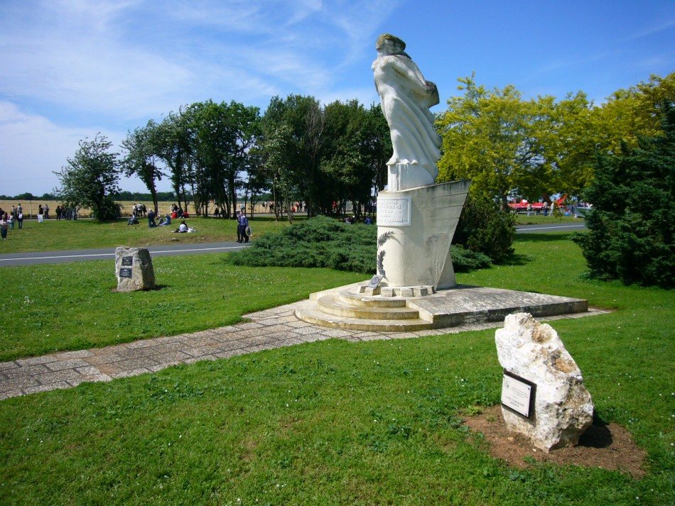 Memorial Aux M閏aniciens d'aviation Soubise Charente-Maritime (17), Rochefort Saint-Agnant + BA 721 airfield