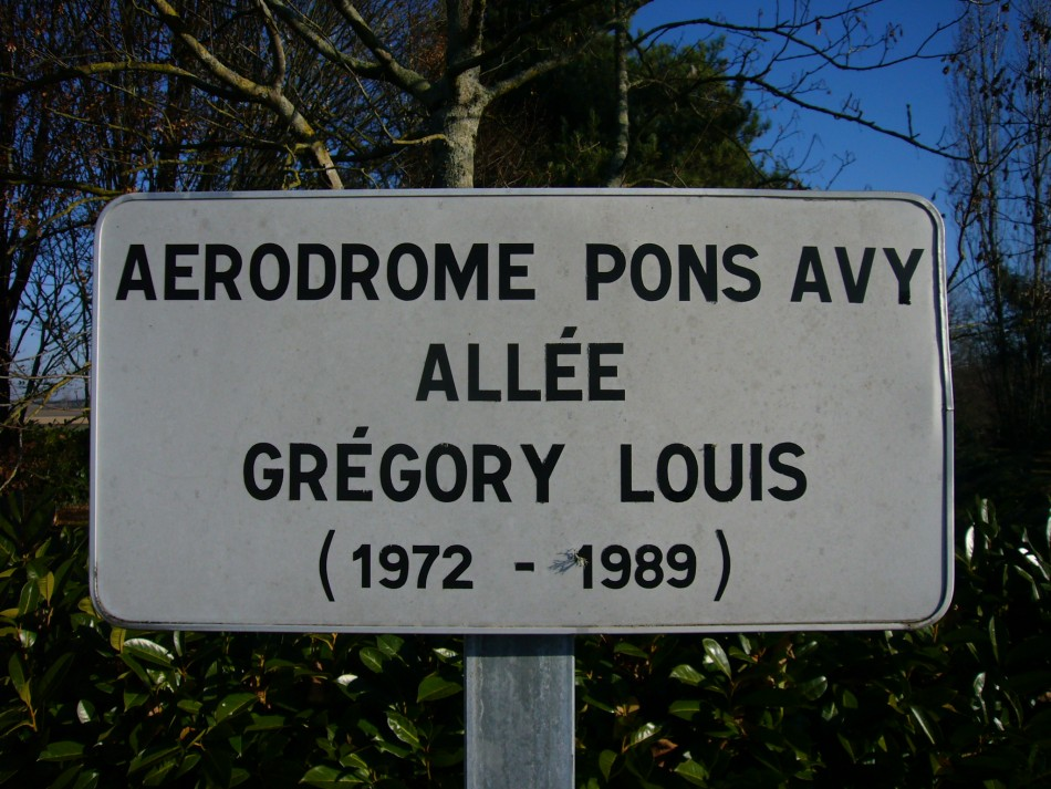 Plate Gr間ory Louis Avy Charente-Maritime (17), Pons Avy airfield