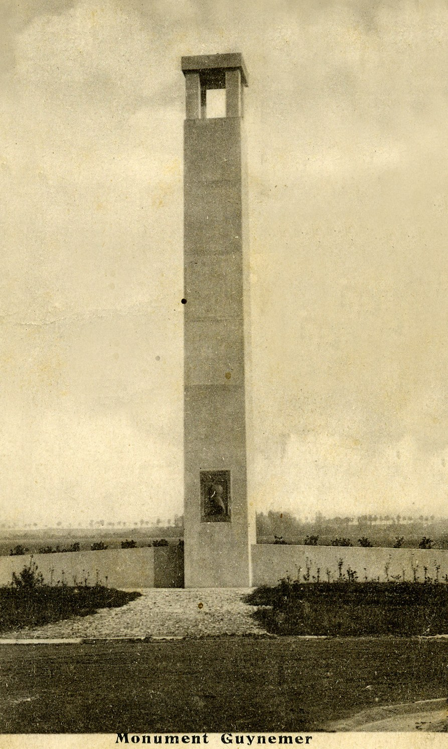 Monument Georges Guynemer - Premier drapeau de l'Aviation Française Ouges Côte-d'Or (21), Dijon Longvic + ex-BA 102 airfield