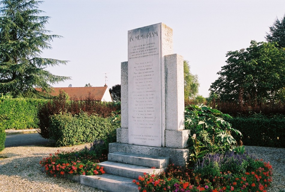 Monument Aviateurs du 42th wing de bombardement Ouges C魌e-d'Or (21), Dijon Longvic + ex-BA 102 airfield