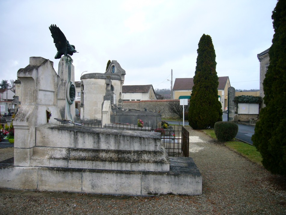 Tombe/C閚otaphe Lieutenant Fernand Briault P閞igueux Dordogne (24)