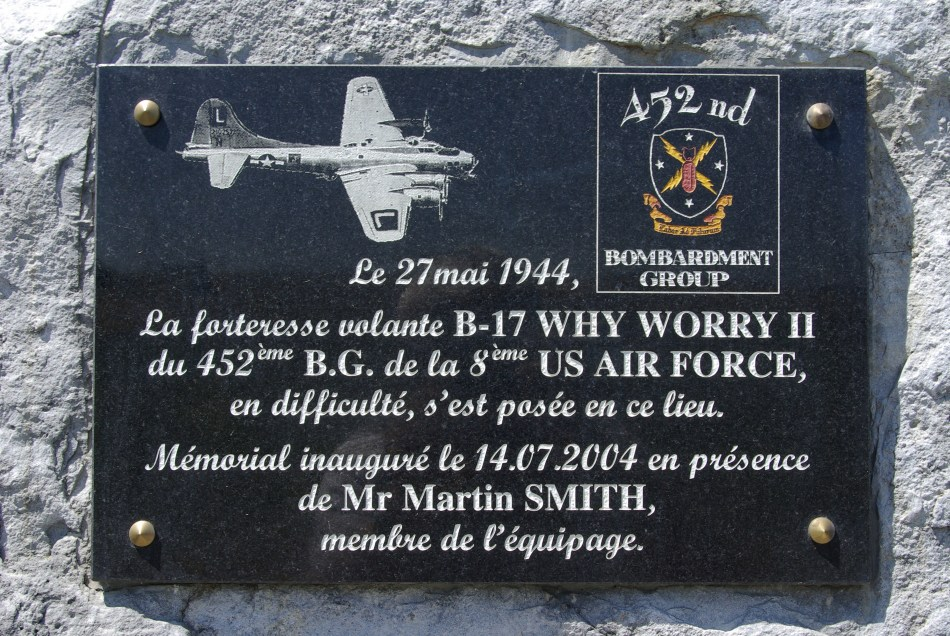 Stèle B-17 Why Worry II Avoudrey Doubs (25)