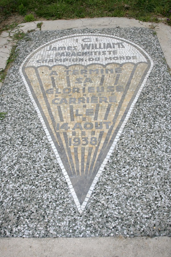 Plate Jean Niland alias James Williams Courlans Jura (39), Lons le Saulnier Courlaoux airfield