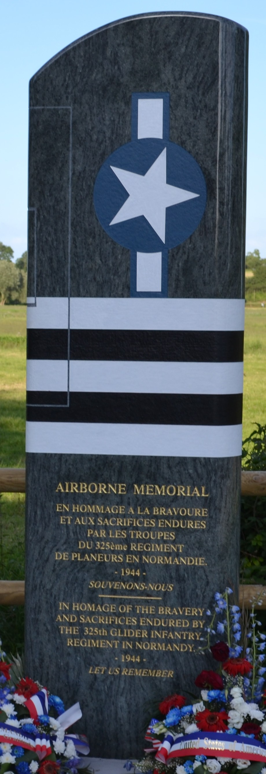 St鑜e 325th Glider Regiment - Airborne Memorial Picauville Manche (50)