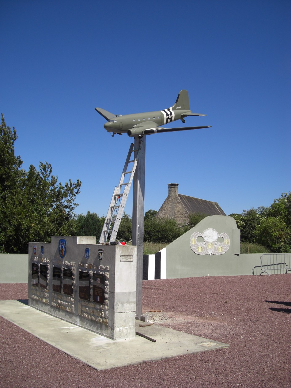 Monument Four downed C-47 Picauville Manche (50)