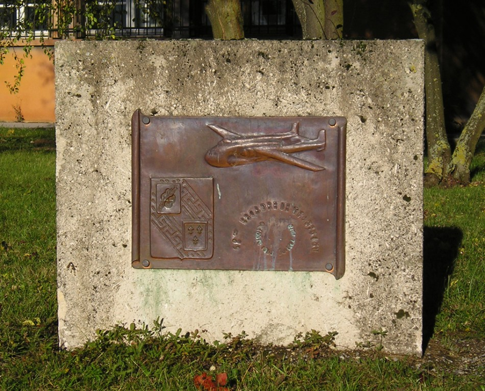 Memorial Dissolution de la 62e escadre de transport B閠heny Marne (51), Reims Champagne + ex-BA 112 airfield