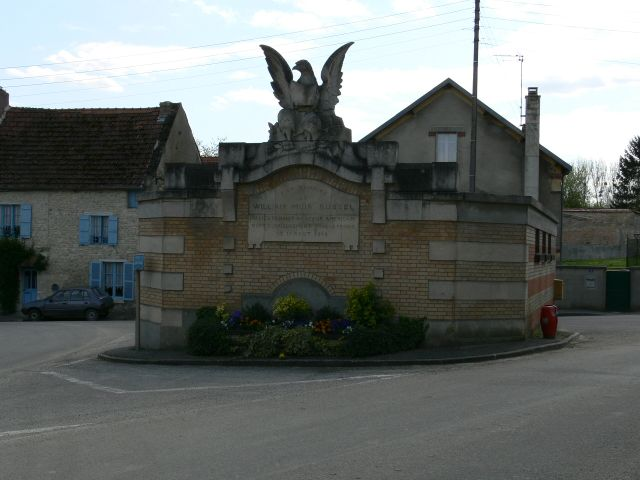 Monument William Muir Russel Courville Marne (51)