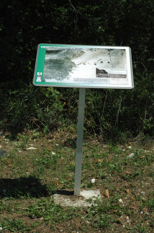 Sign Terrain d'aviation militaire 1914-1918 Osches Meuse (55)
