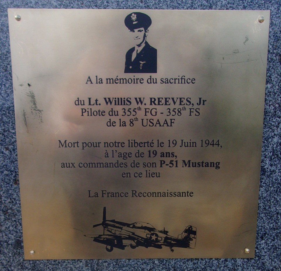 Memorial 2nd Lt. Willis W. REEVES Juvigny Val d'Andaine Orne (61)