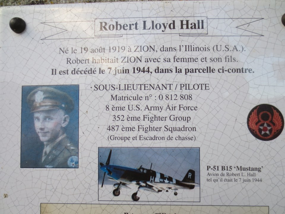 Memorial 2Lt Robert Lloyd HALL Saint-Cosme-en-Vairais Sarthe (72)