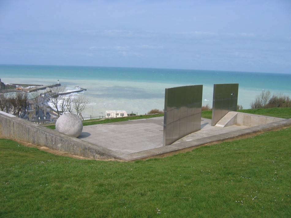 Monument Costes et Bellonte - Point d'interrogation Saint-Valery-en-Caux Seine-Maritime (76)