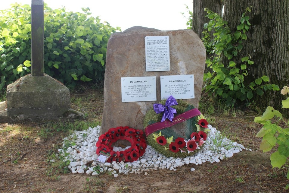 Memorial Lieutenants Cuttle et Leckie Caix Somme (80)