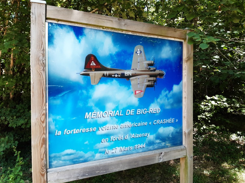 Monument B-17 Big Red Aizenay Vendée (85)