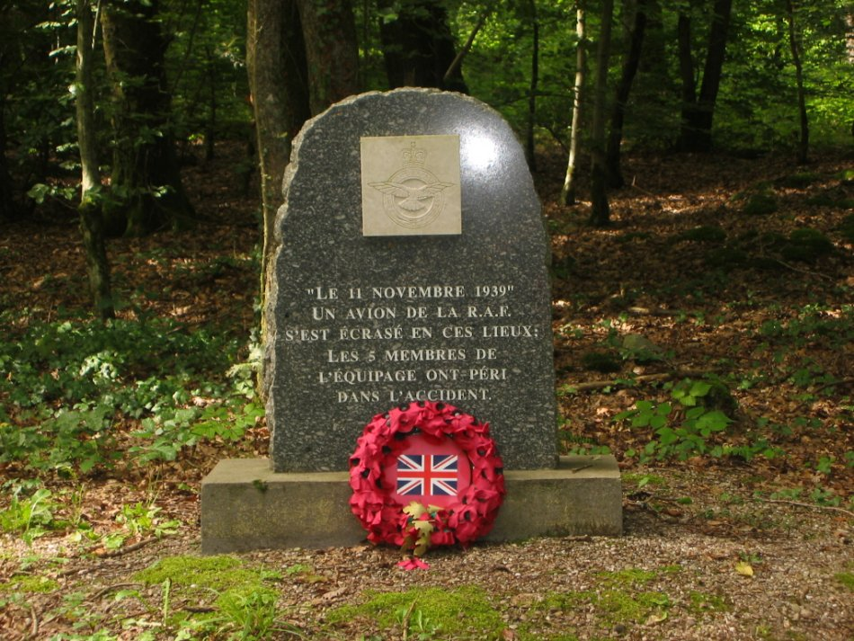 Memorial Whitley Sqn 77 Bouxurulles Vosges (88)