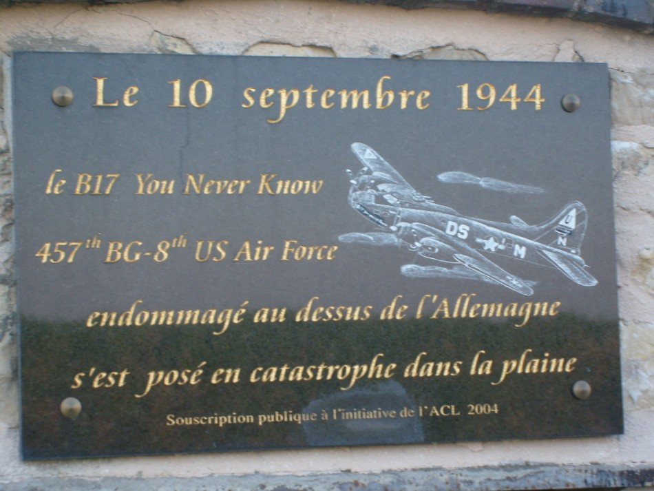 Memorial B-17 You Never Know Champlay Yonne (89)