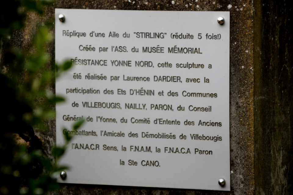 Memorial Stirling LJ827 Villebougis Yonne (89)