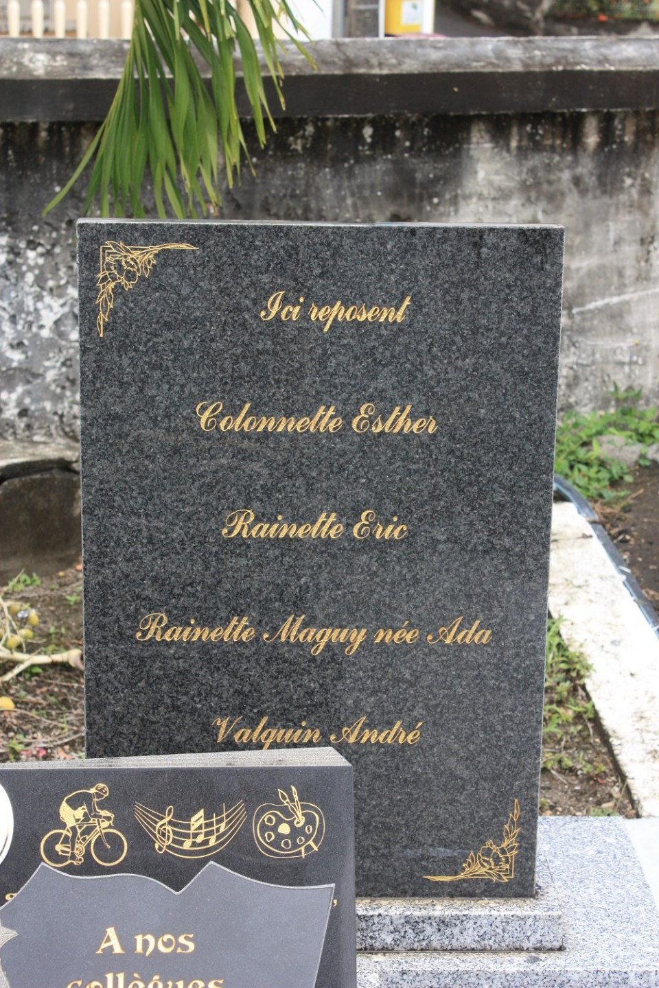Memorial MD-82 West Caribbean  (cimetière) Ducos Martinique (972)