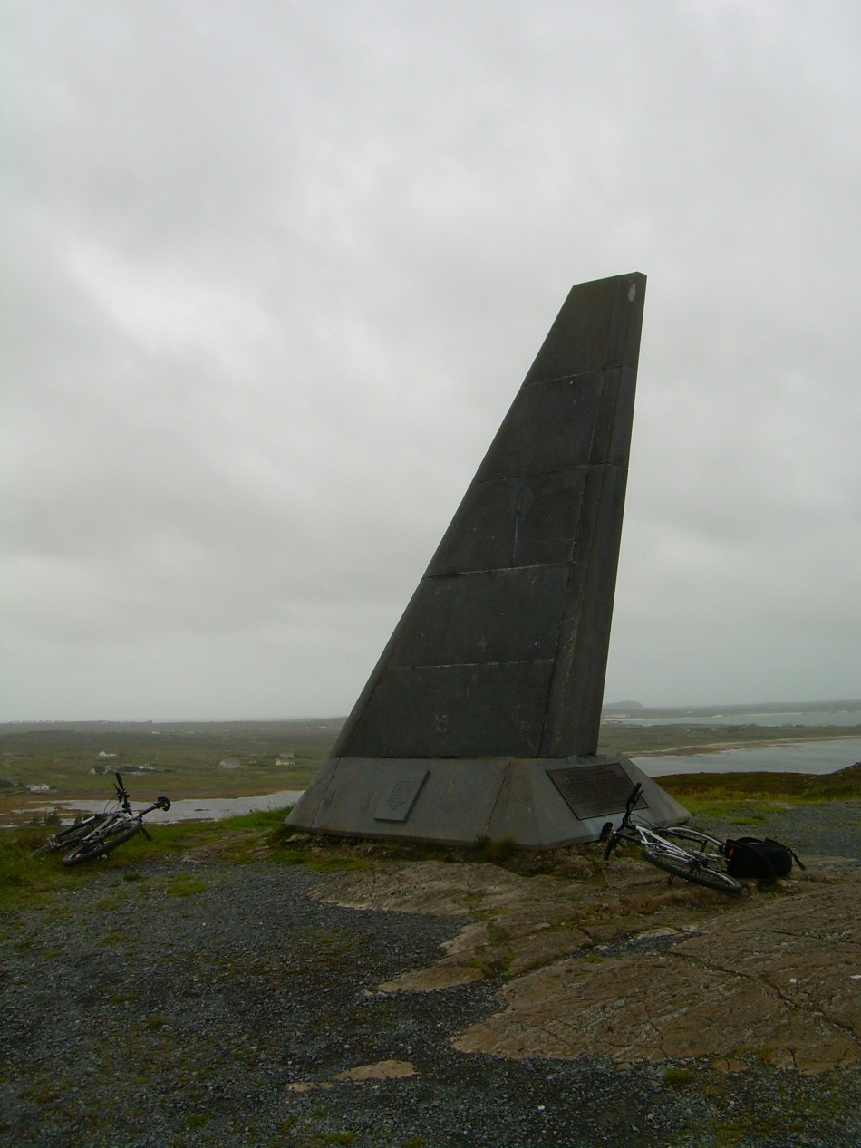 St鑜e Alcock and Brown Memorial Clifden