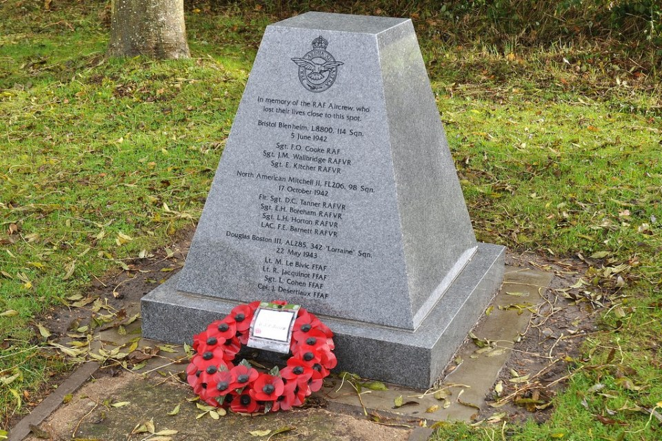Memorial Boston AL285  du Lorraine Weasenham St Peters, Norfolk
